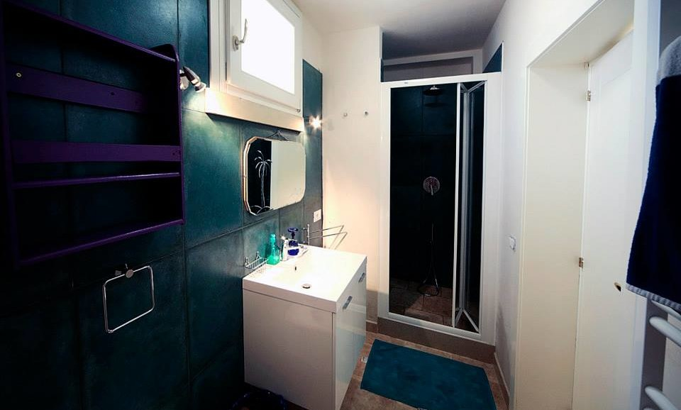 The hedgehog's suite bathroom at|BB|Guest House|la Tana del Riccio|in Salento