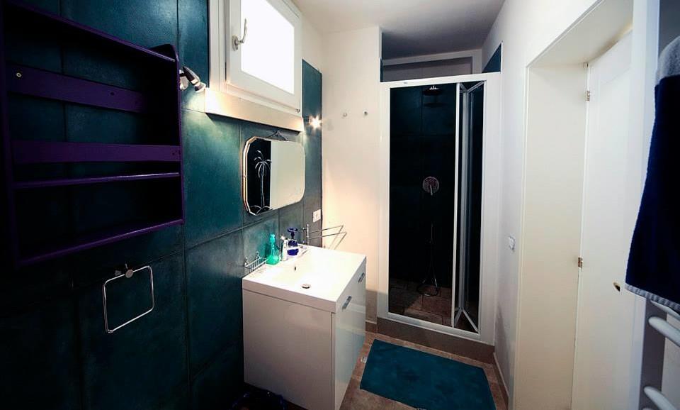 The hedgehog's suite bathroom at|BB|Guest House|la Tana del Riccio|in Salento