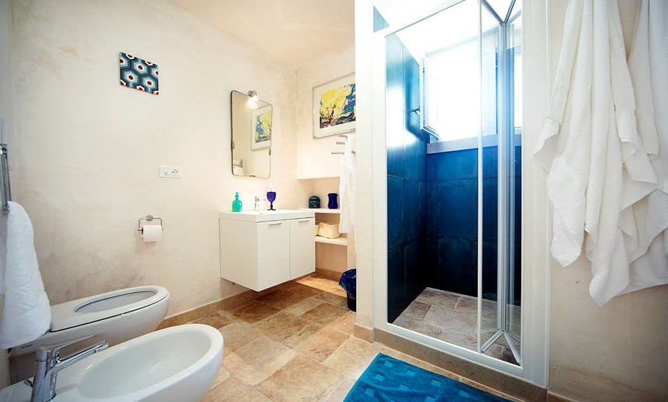 the Traveler's Suite bathroom of |B&B|Vacation Home|Tana del Riccio| in Apulia