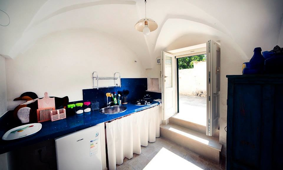 The hedgehog's Suite independent kitchen & entrance|BB|Tana del Riccio|Salento