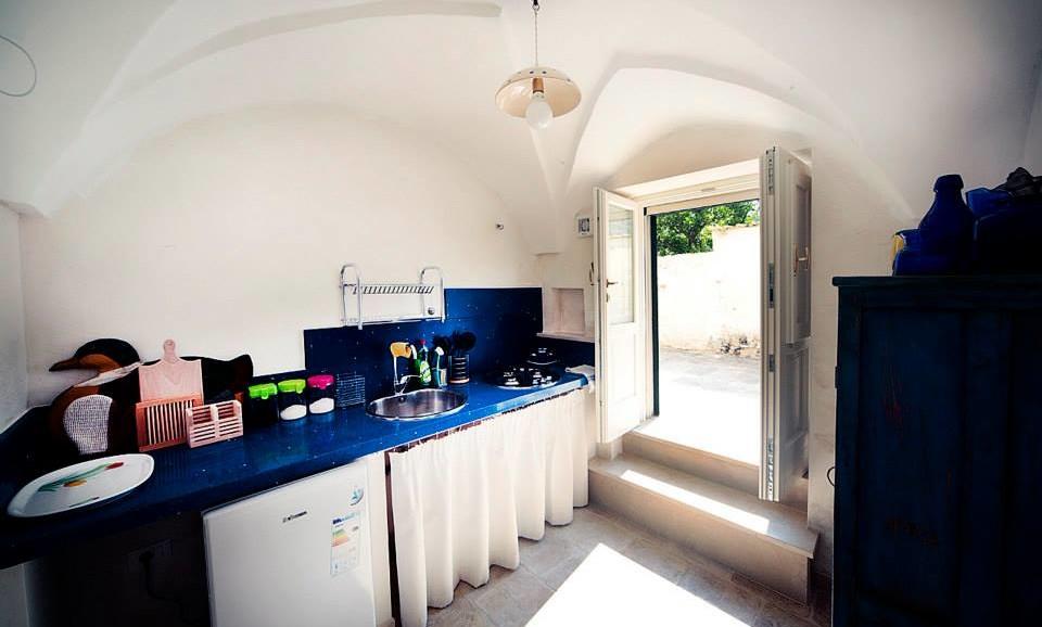 The hedgehog's Suite independent kitchen & entrance|BB|Tana del Riccio|Salento