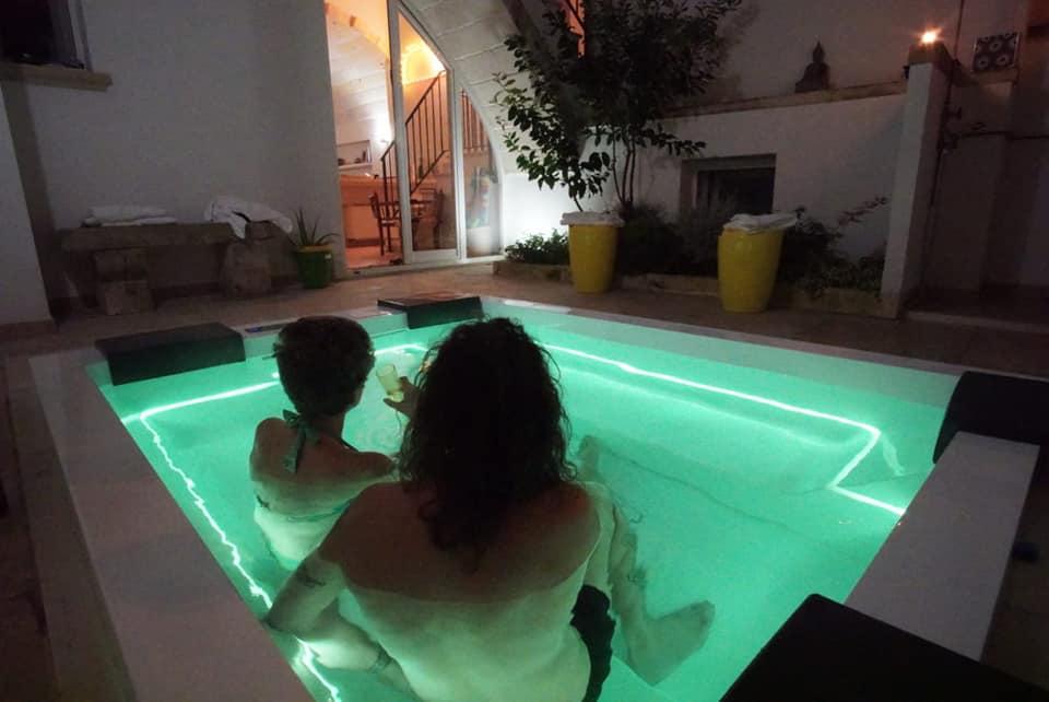 Best Vacation in Salento. suite con idromassaggio, Vacanza nel BeB camera con vasca idromassaggio, B&B con idromassaggio in salento, borgo antico di vaste, lusso, minipiscina con idromassaggio,